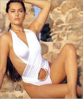 Hulya Avsar Bikinili