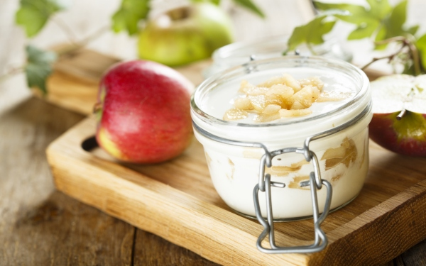 Συνταγή χωρίς ζάχαρη. Μους γιαουρτιού με μήλα
