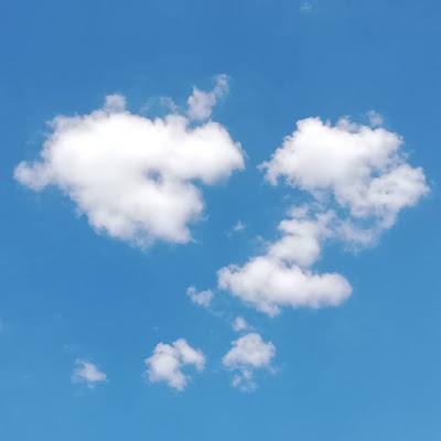 Samengeklonterde wolken foto