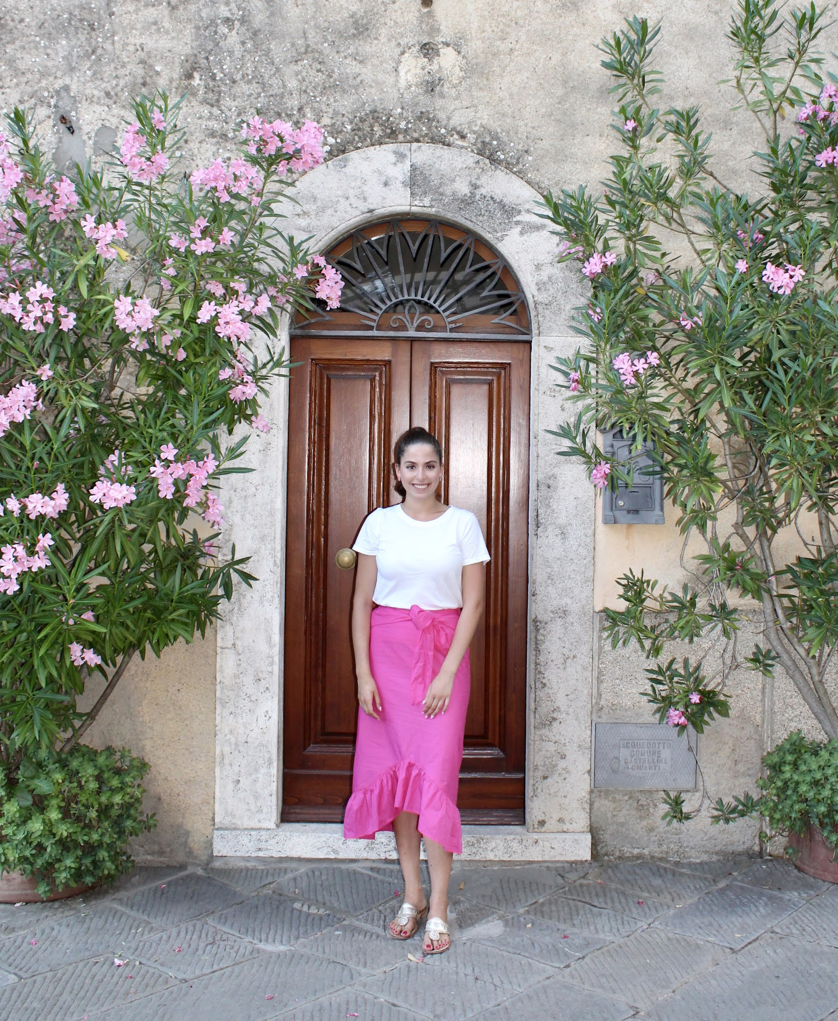 pink midi skirt, white t-shirt, jack rogers, vacation style