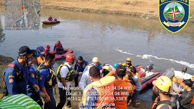 Tim SAR Gabungan Temukan Korban Tenggelam Di Kali Banjir Kanal Barat Dalam Keadaan Meninggal Dunia