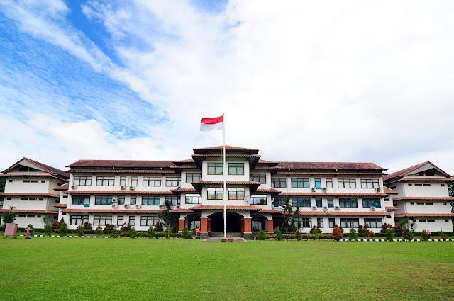 SMA Dwiwarna Sebagai High School Islamic Bogor