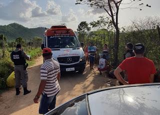 Colisão entre carro e moto deixa homem com fratura exposta em Cuitegi