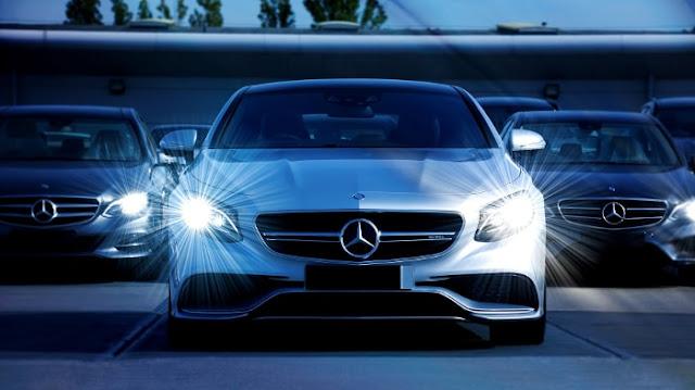 Mercedes Benz Plein Phares - Fond d'Écran en Full HD