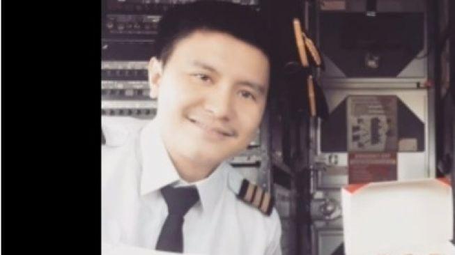 Keluarga Yakin Kopilot Sriwijaya Air SJ182 Masih Hidup