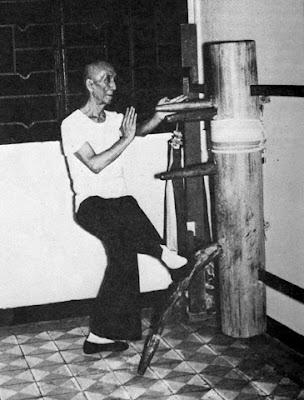 Ip Man sedang berlatih Wing Chun