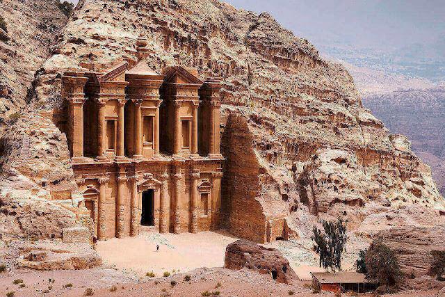 Khám phá vẻ đẹp thành phố cổ Petra