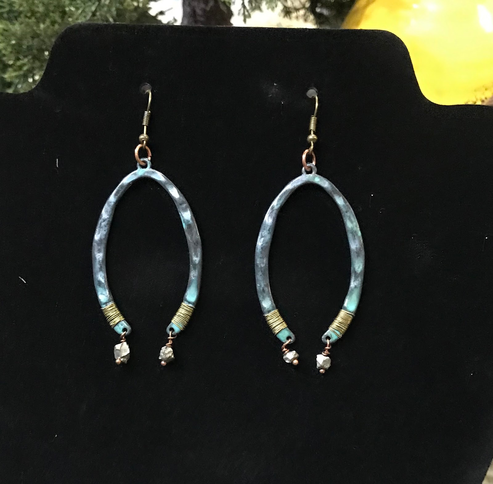 The complete look of the poetic spirit earrings made at home