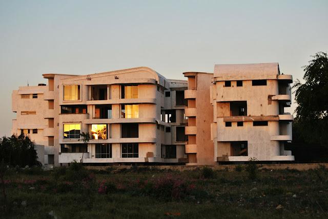 kondominium dan apartemen merupakan jenis konstruksi dari