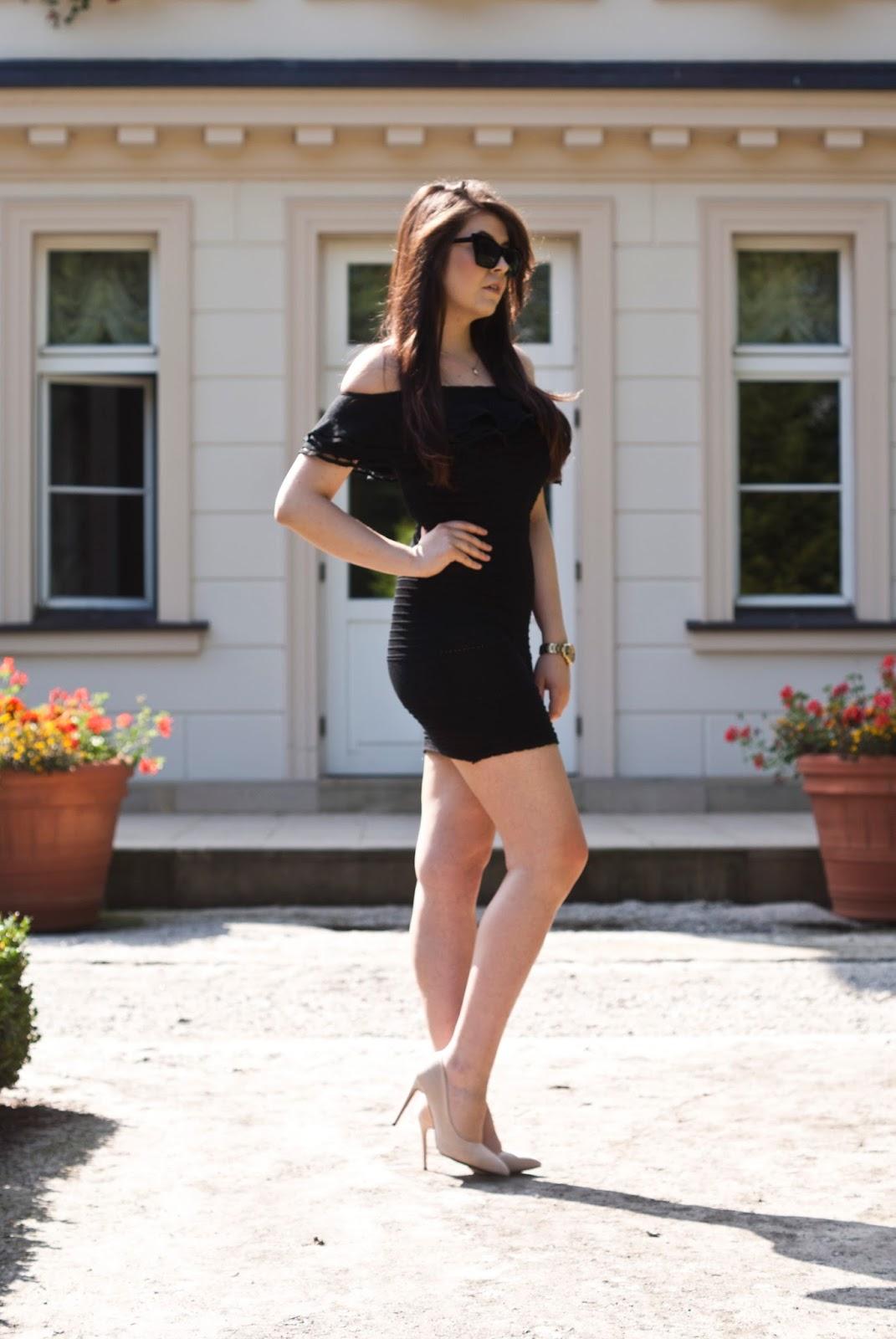 Mała Czarna z falbanką odkryte ramiona / Black Dresses of the shoulder