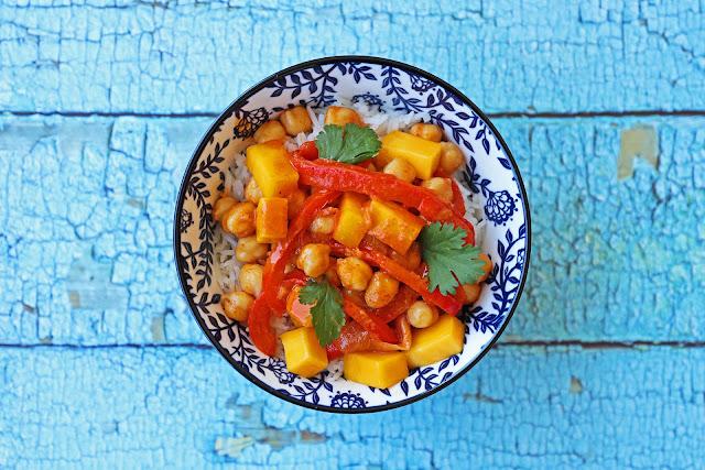 Συνταγή για Ρεβύθια με Κόκκινο Κάρυ, Γάλα Καρύδας και Μάνγκο
