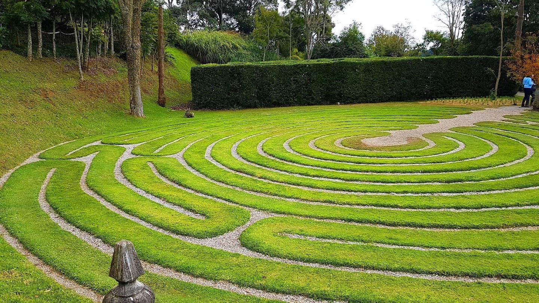 Labirinto de grama, Parque Amantikir, Campos do Jordão.