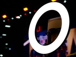 5 Lampu Selfie Ring Light Terbaik untuk Smartphone dan Laptop