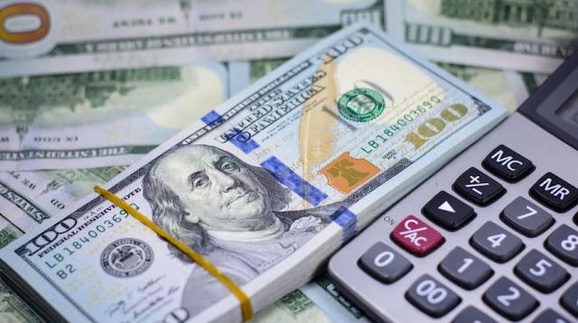 Dólar baja