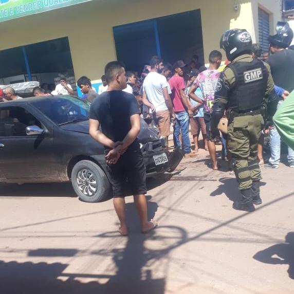 Colisão envolvendo carro e moto deixa um homem gravemente ferido em Itaituba.