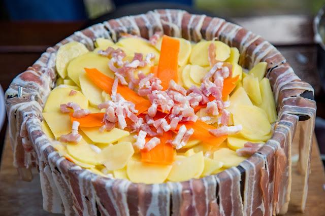 Bacon-Kartoffelauflauf aus dem Dutch-Oven  Outdoor Kitchen  Rezept Dutch Oven 05