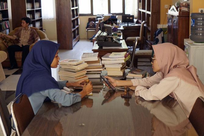 Mahasiswa magang dari jurusan Ilmu Perpustakaan UNDIP