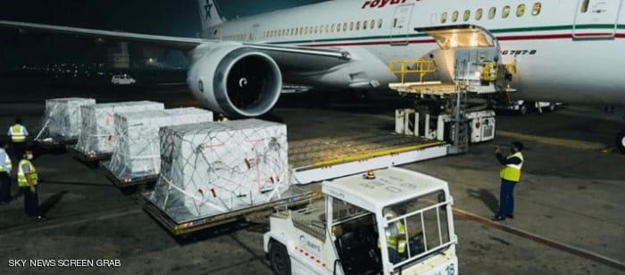 طائرة شحن للخطوط الملكية المغربية قادمة من مومباي الهندية وعلى متنها شحنة مكونة من مليوني جرعة من لقاح أسترازينيكا أوكسفورد