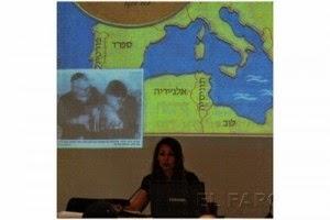 La asociación socio-cultural MemGuímel ofreció el pasado martes una conferencia en el Real Club Marítimo de la ciudad, en la que se puso de manifiesto el importante papel de la ciudad autónoma en la salida de los hebreos de Marruecos, perseguidos en el país vecino. La ponente de esta exposición, la historiadora María Elena Fernández, aseguró a El Faro que Melilla tuvo mucha importancia en este hecho, que marcó un punto importante en el asentamiento de Israel como país. Este acontecimiento se produjo entre 1956 y 1961, año en el que el país vecino estableció un convenio para organizar la salida del pueblo hebreo.