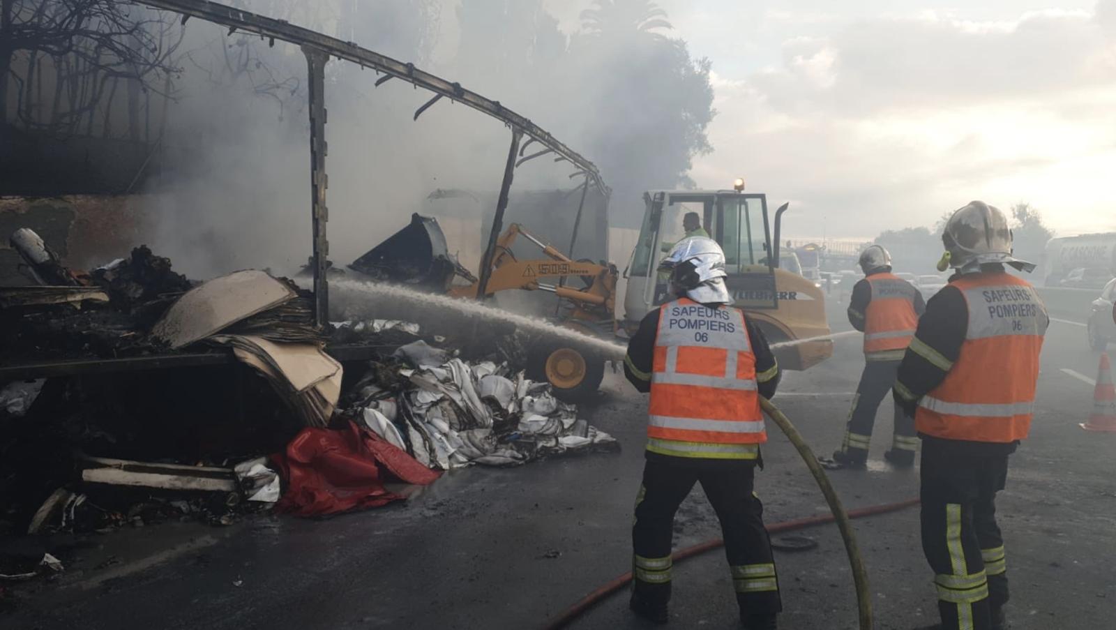 """Gestion de crise, """"colère"""": Le préfet dresse un bilan de l'incendie du camion sur l'A8"""