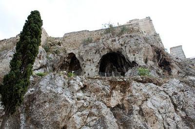 Τα αθέατα σπήλαια της Ακρόπολης