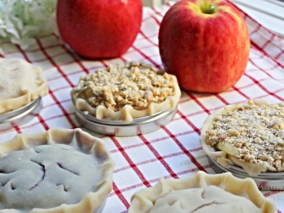Tiny Pies Made in Mason Jar Lids