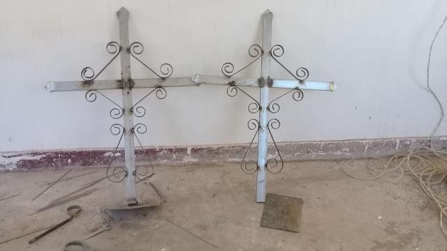 Die Turmkreuze in Zapatera Bolivien sind fertig zur Montage