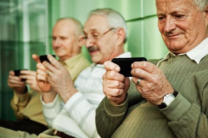 Московские пенсионеры получат льготные талоны на iPhone X