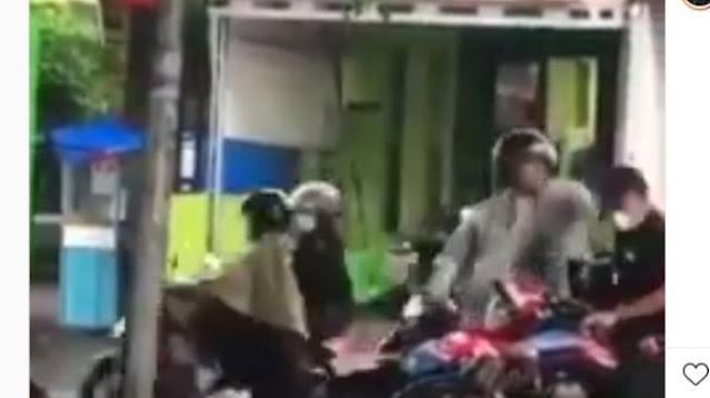 Viral Pemotor Pukul Kepala Wanita, Diduga Gegara Kecipratan Air di Jalan