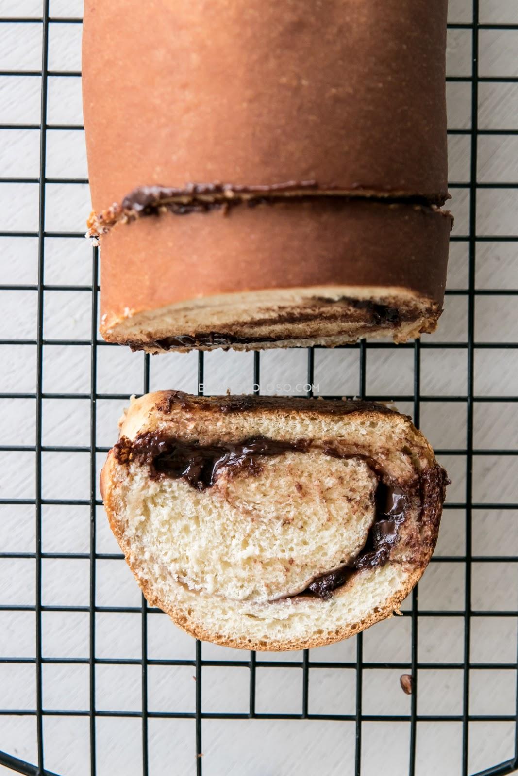 Pan de chocolate fácil, Este pan es perfecto para el desayuno o para la merienda con una buena taza de café. Receta de elgatogolos.com