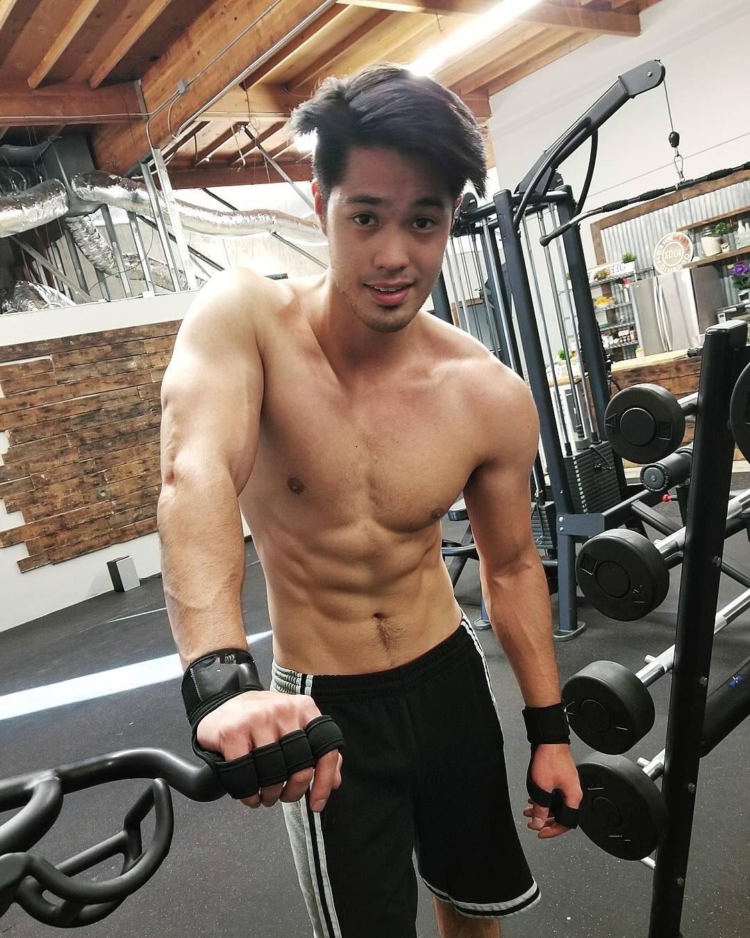 cutest-fit-asian-guys-shirtless-body-pretty-dark-eyes-gym-bro