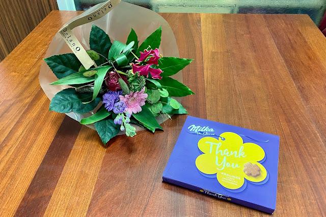 Bloemen en Milka Chocolade