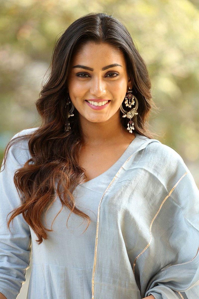Actress SanaMaqbool Latest HD Images