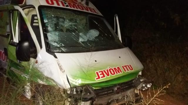 Recém-nascido escapa ileso de colisão entre UTI móvel e carro em estrada no interior do Ceará