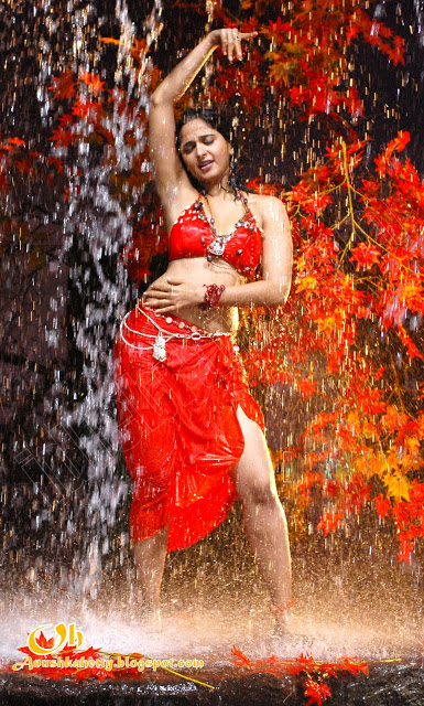 Anushka Shetty hot in water