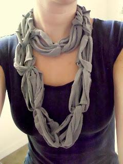 como hacer un foulard con tiras de camiseta