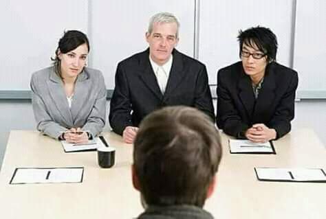 عند مقابلة العمل
