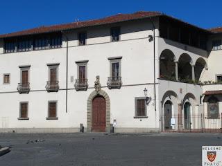 Immagine della facciata del Palazzo Vescovile a Prato