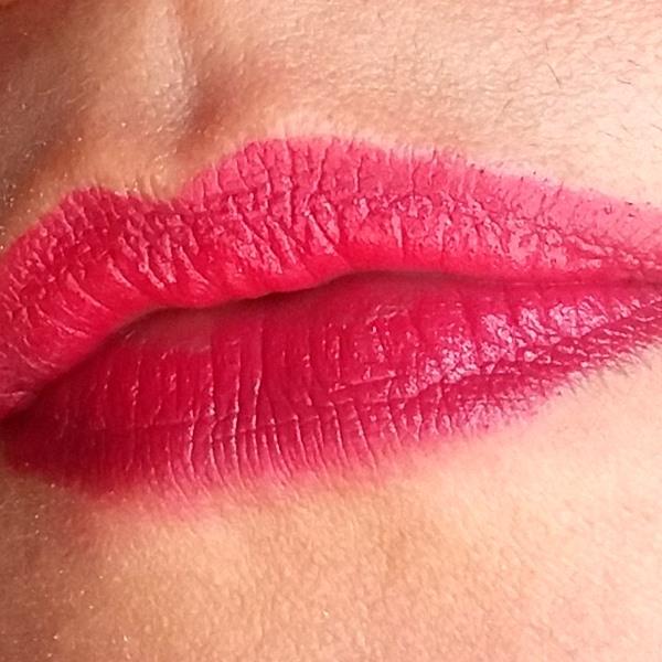 Batom-Cereja-Faces-da-Natura-nos-lábios