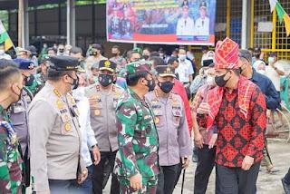 Kapolri dan Panglima Tinjau Vaksinasi di Pasar Induk Medan