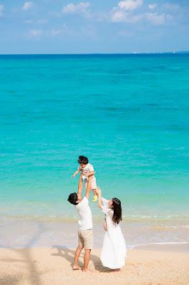 沖縄の海でマタニティフォト