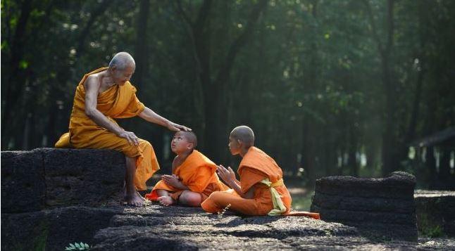 Luar Biasa!! Biksu Ini Jadi Viral Setelah Kirim Doa Ampun Menyembuhkan Lewat Video Call