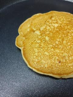 how to make banana pancake at home