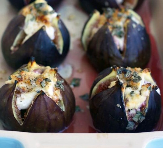 Baked Figs with Goat Cheese #appetizers #brunch