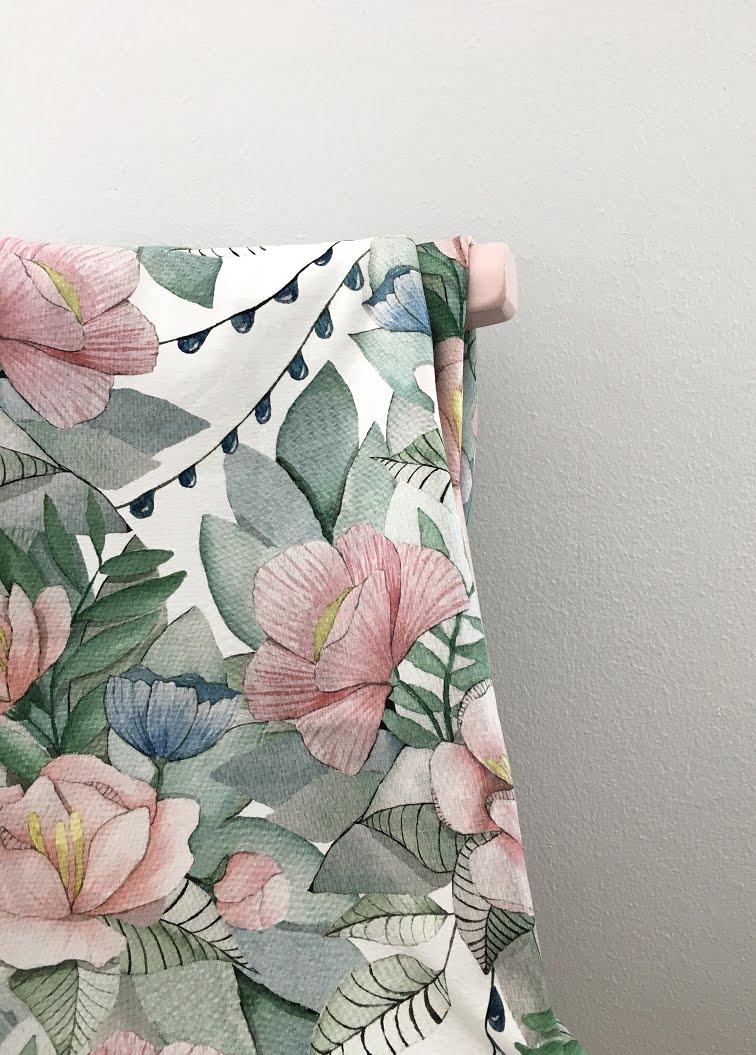 Kotimainen kuosisuunnittelu, Anna-Maria Mäkelä, kukkakangas, vesivärit, vaaleanpunainen