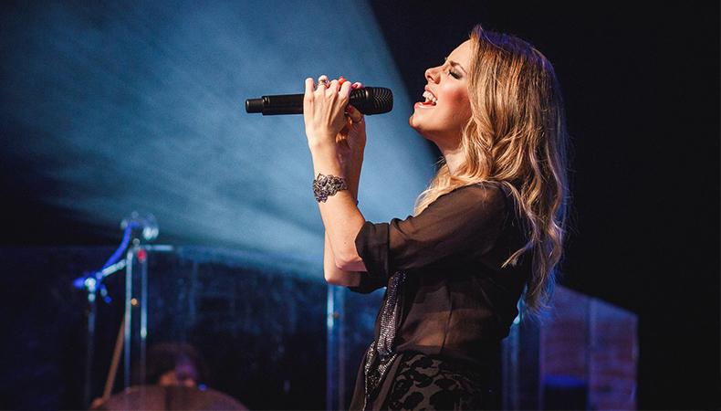 "Sandy libera as 20 faixas do seu novo CD, ""Meu Canto"", no Spotify!"