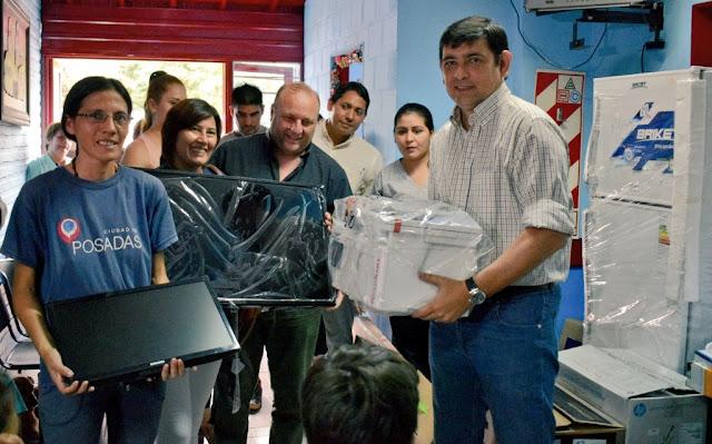 Losada inauguró un nuevo consultorio y entregó equipamiento e indumentaria para los CAPS municipales