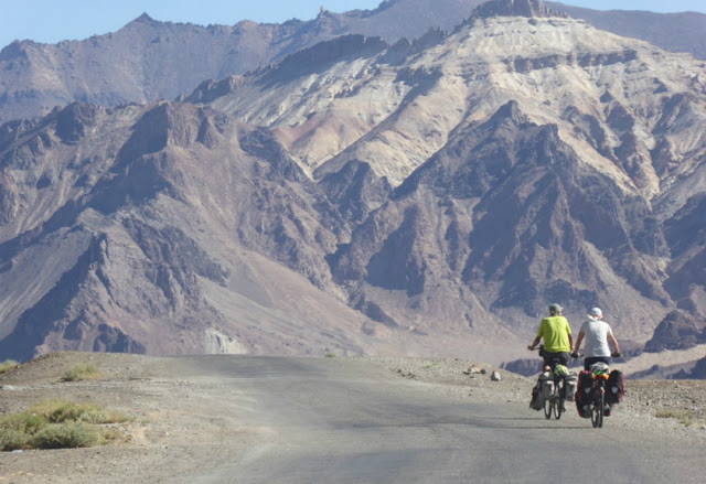 This Elderly Couple Traverses 10 Countries by Cycling