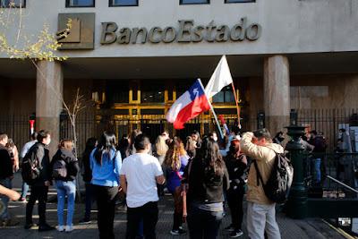 Sindicato Banco Estado Microempresas inició la primera huelga legal de su historia