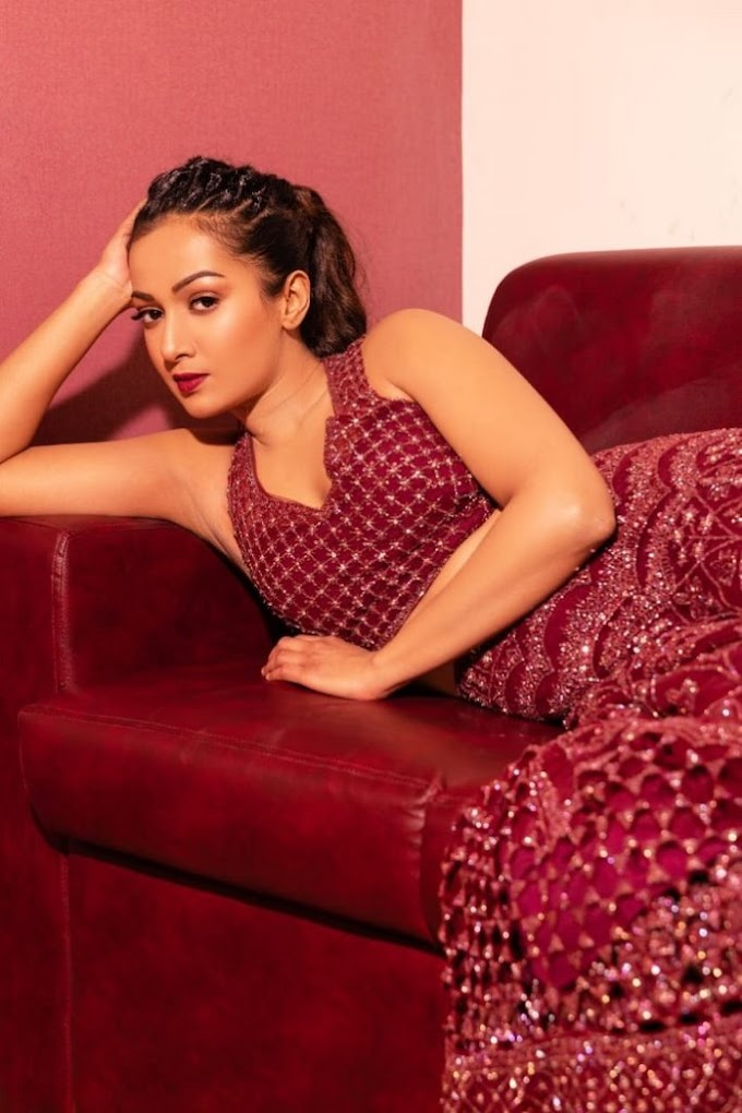 ✅ Catherine Tresa Pictures In Maroon Dress
